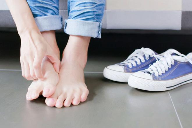 Tìm hiểu những thói quen xấu ảnh hưởng đến đôi chân mà ai cũng nên tránh