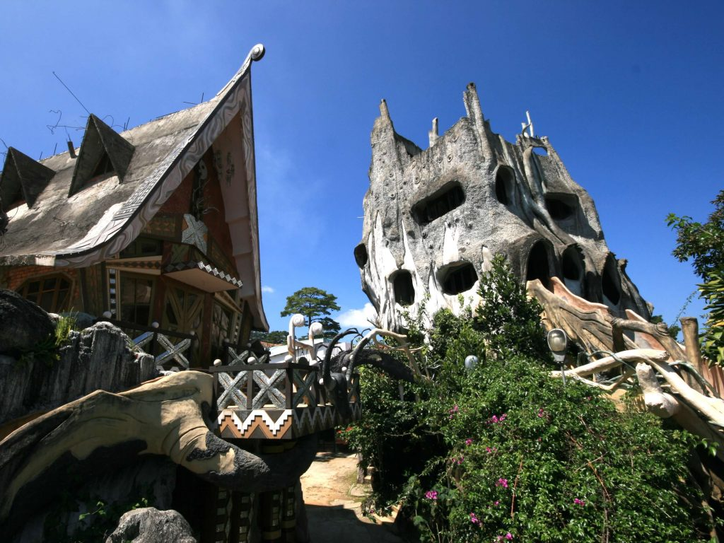 Chụp ảnh biệt thự Hằng Nga địa điểm sống ảo đà lạt