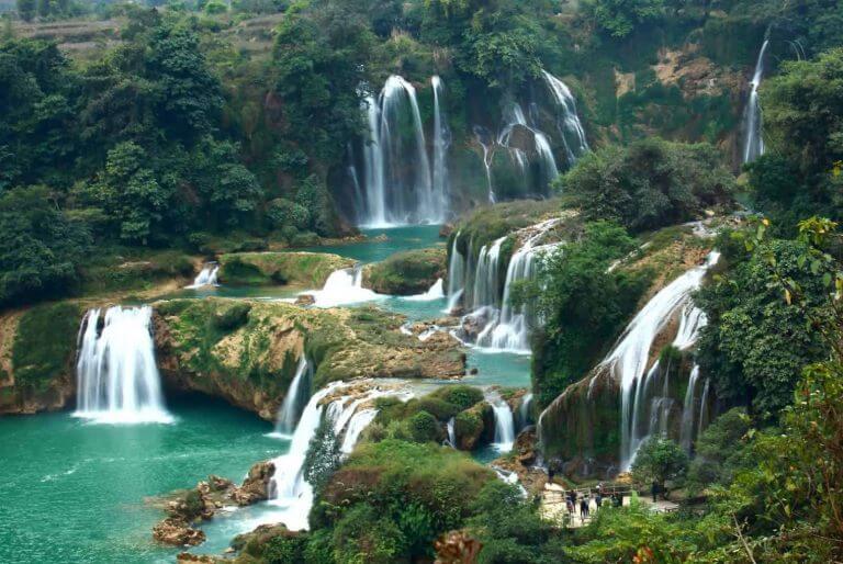 khung cảnh thần tiên thác Dambri địa điểm sống ảo Đà Lạt