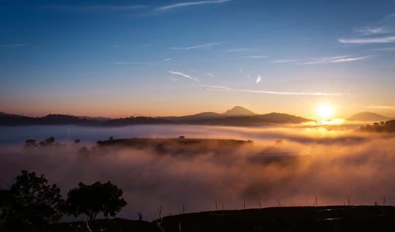 ngắm cảnh bình minh tuyệt đẹp từ đồi Thiên Phúc địa điểm sống ảo Đà Lạt
