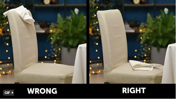 quy tắc ứng xử trên bàn ăn cách đặt khăn ăn sao cho đúng khi đứng dậy