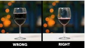 quy tắc ứng xử trên bàn ăn chỉ nên rót 1/3 ly khi thưởng thức đồ uống