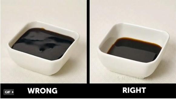 quy tắc ứng xử trên bàn ăn khi rót nước chấm cần rót vừa đủ
