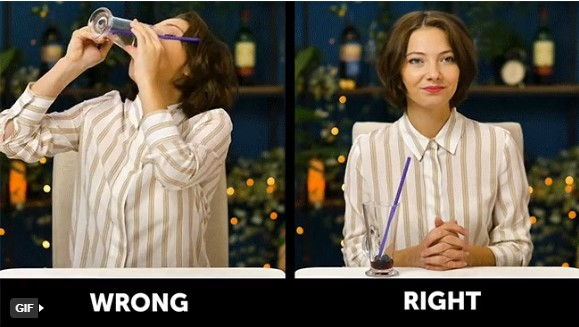 quy tắc ứng xử trên bàn ăn lưu ý khi uống nước