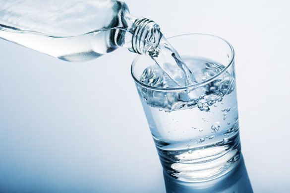 nước là thứ cần thiết cho cơ thể đặc biệt là sau khi tiêm vắc xin covid19